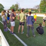 Gemeinsames Fussball spielen mit gemischten Teams